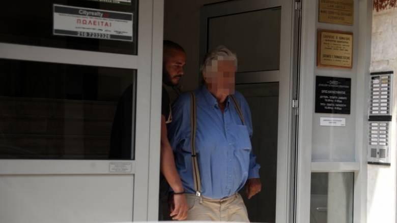 Το βούλευμα «καίει» τον 77χρονο - Αντί να βοηθήσει έσπευσε να διαφύγει