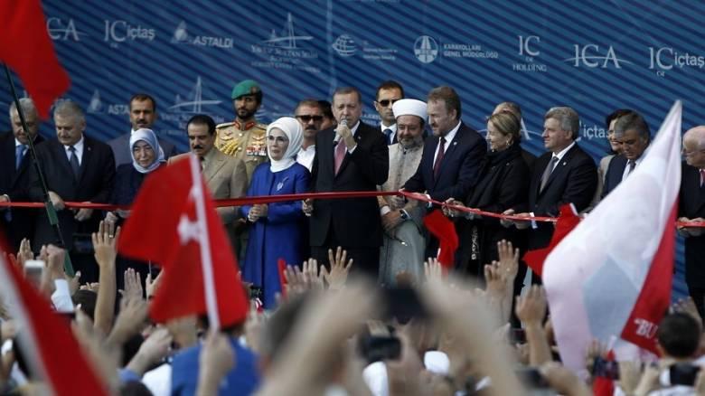 Ο Ερντογάν εγκαινίασε την τρίτη γέφυρα στα στενά του Βοσπόρου (pics)