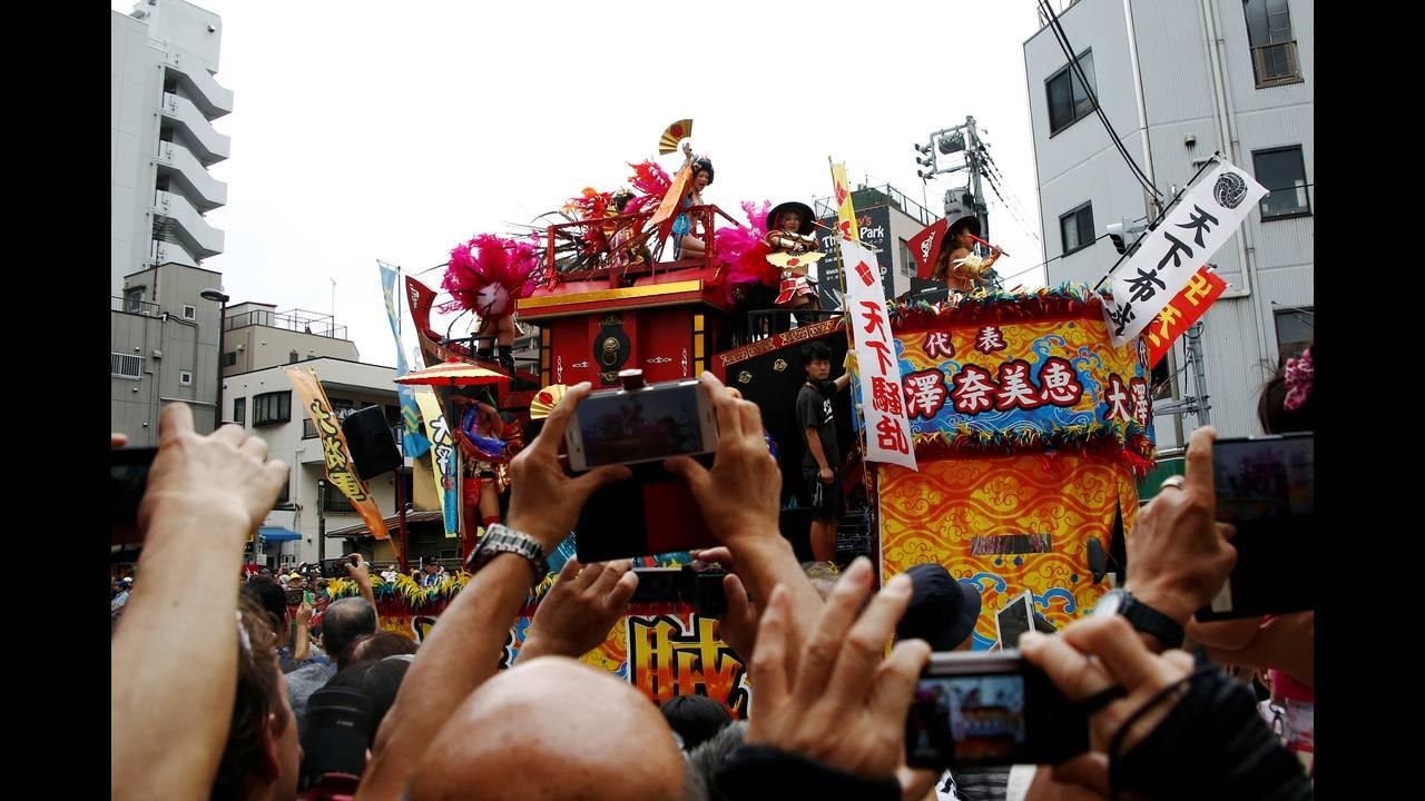 https://cdn.cnngreece.gr/media/news/2016/08/27/44164/photos/snapshot/JAPAN-FESTIVAL-SAMBAREUTERSKimKyung-Hoon3.jpg