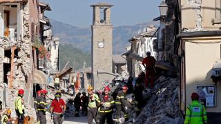 Ιταλία: Οι διασώστες εκτιμούν ότι υπάρχουν και άλλα πτώματα κάτω από τα συντρίμμια