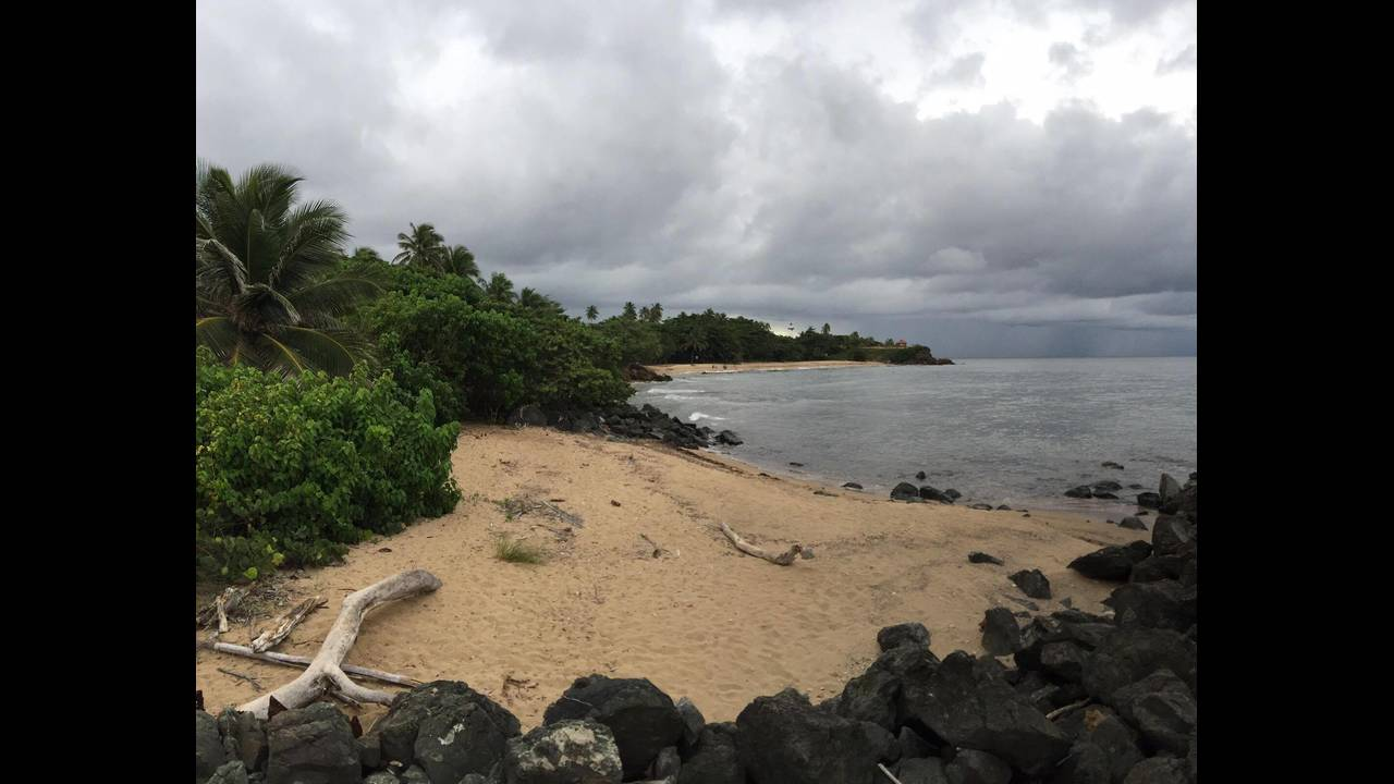 https://cdn.cnngreece.gr/media/news/2016/08/29/44440/photos/snapshot/puerto-rico-surfers-beach.jpg