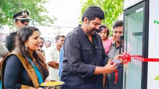 Ιδιοκτήτρια εστιατορίου «ταΐζει» άστεγους με φαγητά που περισσεύουν