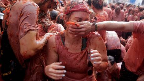 Ο πόλεμος της... ντομάτας στην Ισπανία (pics)