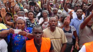 Γκαμπόν: Πυρπόλησαν το κοινοβούλιο μετά την επανεκλογή του Προέδρου