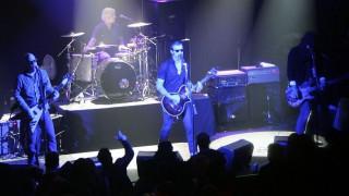 Οι Eagles of Death Metal που επιβίωσαν της επίθεσης στο Μπατακλάν έρχονται στην Αθήνα