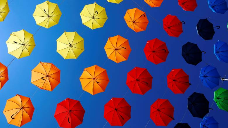 Dorner Platz - Βιέννη: Πολύχρωμες ομπρέλες κάλυψαν την πλατεία (pics)