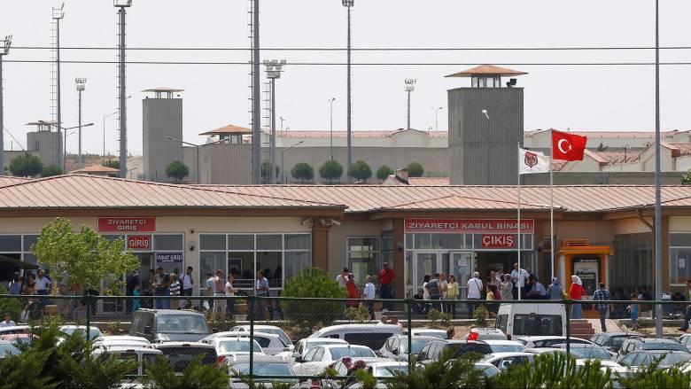 Τουρκία: Aδειάζουν οι φυλακές για να γεμίσουν πραξικοπηματίες