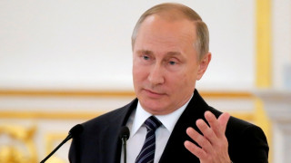 Πούτιν: Δεν ξέρει ποιος έβαλε κοριό στο Δημοκρατικό Κόμμα των ΗΠΑ