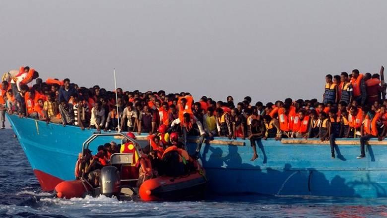 Ανατροπή πλεούμενου ανοικτά της Λιβύης - Έξι νεκροί, 500 διασωθέντες