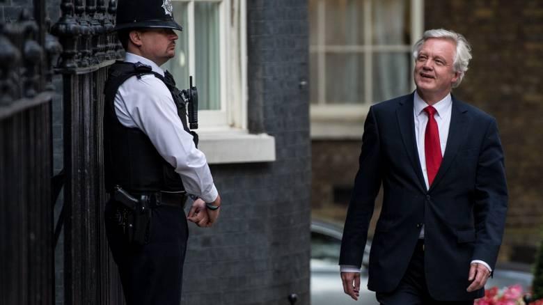 Ντέιβιντ Ντέιβις: Ο έλεγχος της μετανάστευσης δεν αποκλείει καλές εμπορικές σχέσεις με την ΕΕ