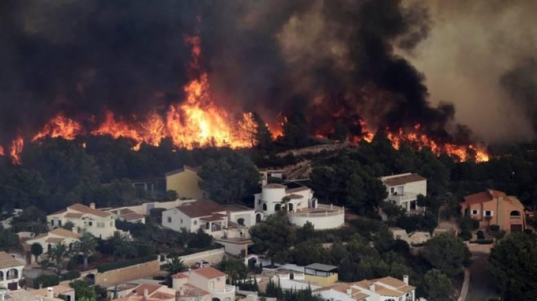 1.400 άνθρωποι απομακρύνθηκαν από τη Βαλένθια, λόγω πυρκαγιάς