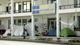 SOS από το Ελληνικό για την υγεία των προσφύγων και των κατοίκων (vid)