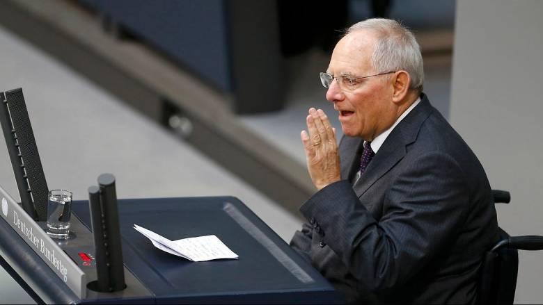 Οι Γερμανοί ζητούν από τον Σόιμπλε να μειώσει τους φόρους