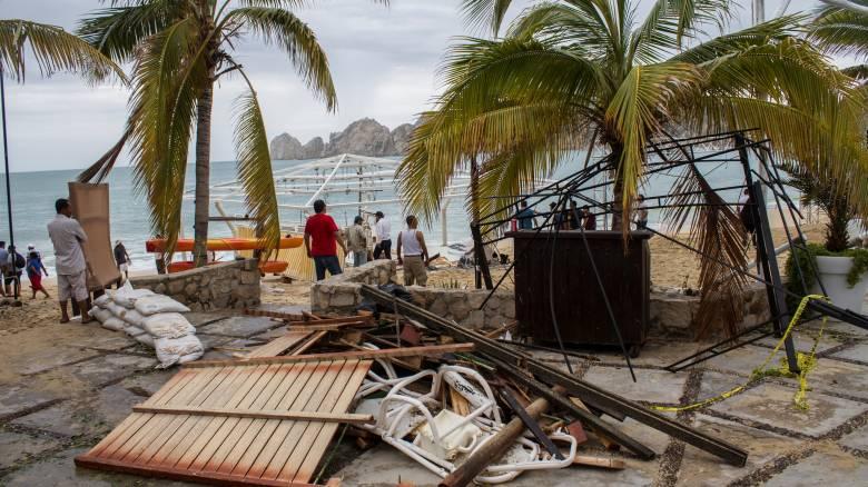 Μεξικό: Δύο νεκροί από το πέρασμα του τυφώνα