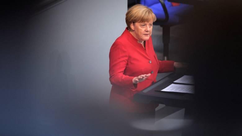 Μέρκελ: Με συνέχιση της προσφυγικής της πολιτικής απαντά στους επικριτές της