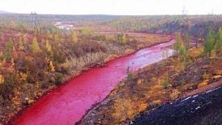 Γιατί βάφτηκε κόκκινο το ποτάμι στη Ρωσία