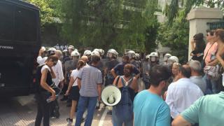 Μικροένταση στη συγκέντρωση των πρώην εργαζομένων του ξενοδοχείου Athens Ledra