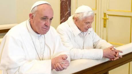 H αγαμία, το δίλημμα και οι αλήθειες του Πάπα Βενέδικτου IΣΤ' σε νέο βιβλίο
