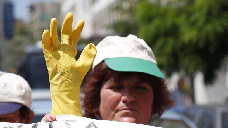 Αγορά Εργασίας: «Δουλειές του ποδαριού με μισθούς ψίχουλα»