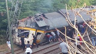 Ισπανία: Νεκροί και τραυματίες από εκτροχιασμό τρένου στη Γαλικία (pics&vid)
