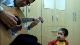 Ο 2χρονος που ερμηνεύει με πάθος Beattles και Red Hot Chili Peppers (vid)