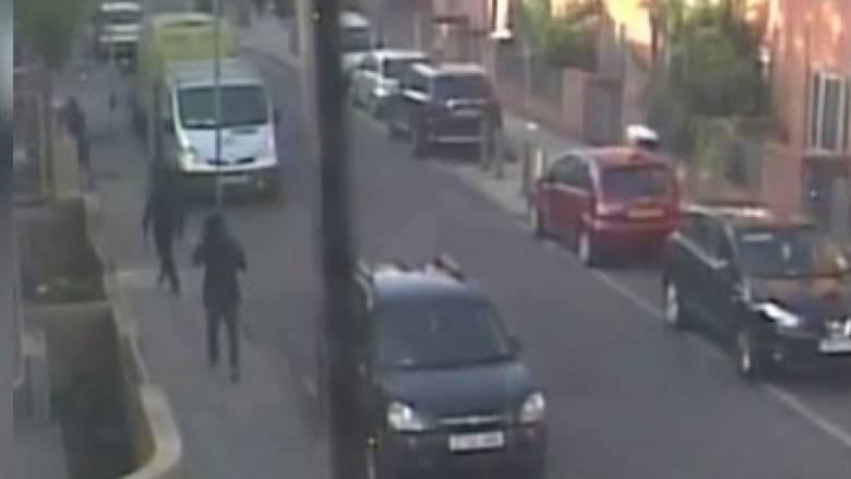 Κάμερα ασφαλείας καταγράφει την επίθεση ενόπλων εις βάρος πολιτών (vid)