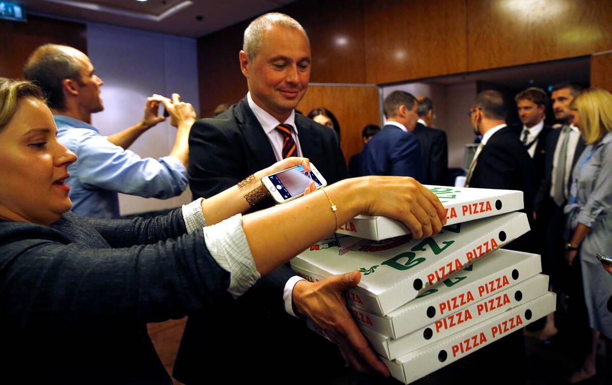 Geneva pizzas 2016 09 09T222409Z 992128511 S1AEUAJQIRAB RTRMADP 3 MIDEAST CRISIS SYRIA PIZZA