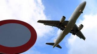 Κρήτη: Τουρίστρια έκανε γυμνή γιόγκα στο πάρκινγκ του αεροδρομίου