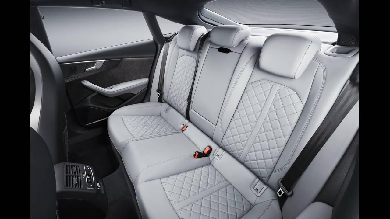 https://cdn.cnngreece.gr/media/news/2016/09/10/45883/photos/snapshot/2017-Audi-S5-Sportback-11.jpeg