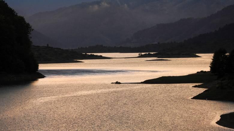 Η τεχνητή Λίμνη Πηγών Αώου (video+photo)
