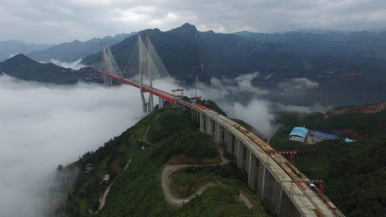 Κίνα: Θα τολμούσατε να διασχίσετε την ψηλότερη γέφυρα στον κόσμο; (Αεροφωτογραφίες-video)