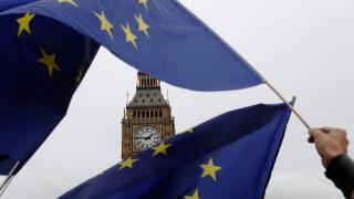 Brexit: «Κλειστά τα στόματα» μέχρι την προσφυγή στη Συνθήκη της Λισαβόνας