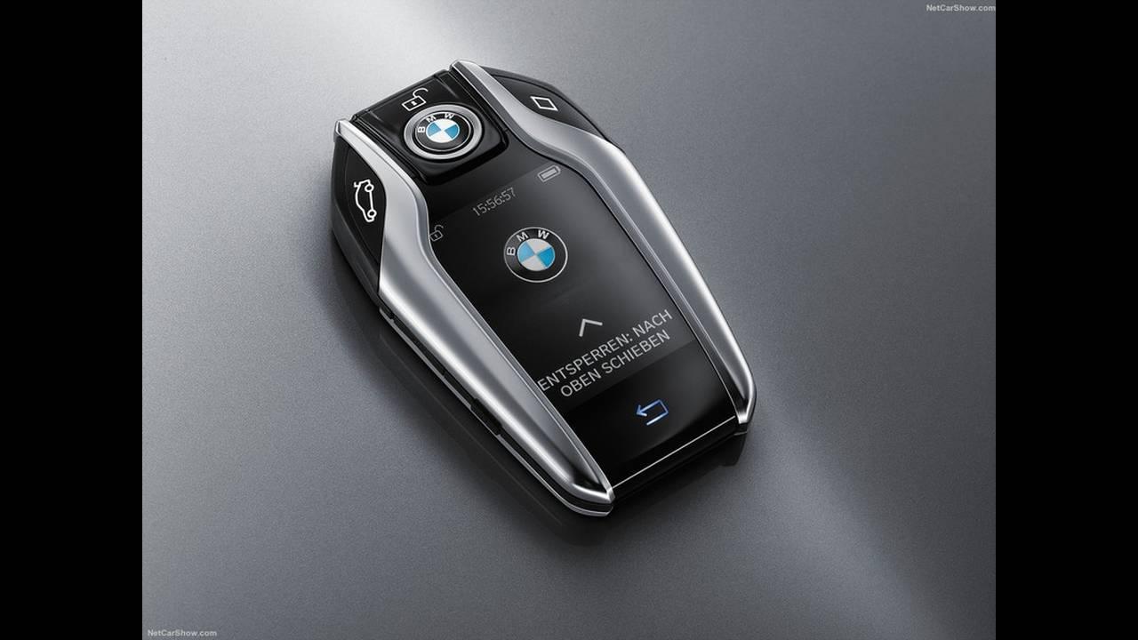 https://cdn.cnngreece.gr/media/news/2016/09/13/46238/photos/snapshot/BMW-7-Series-2016-1600-61.jpg