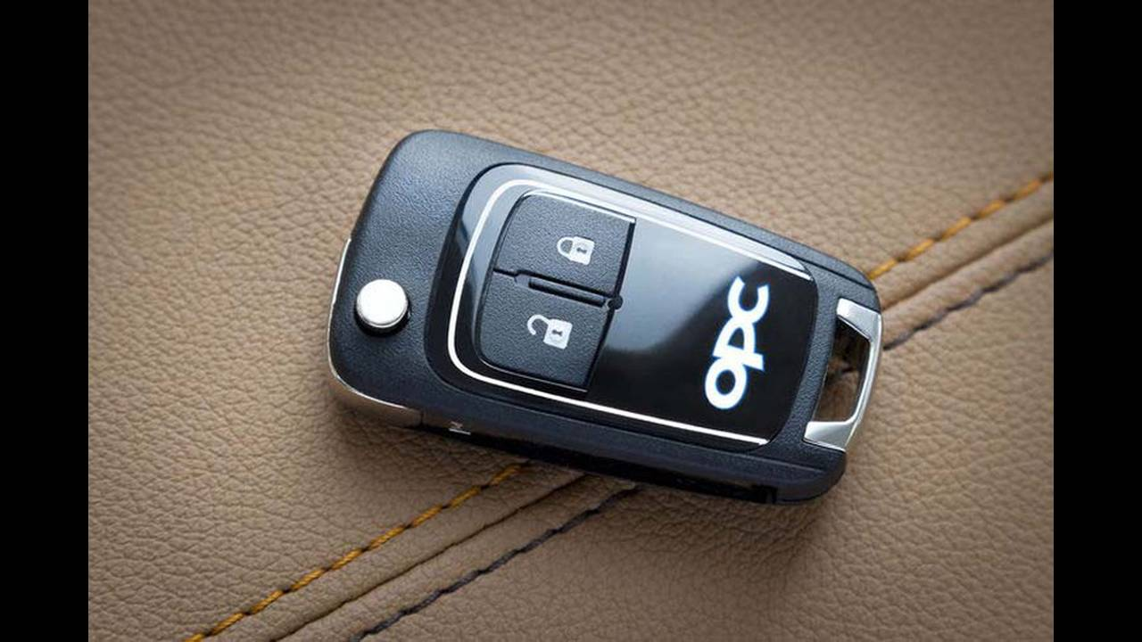 https://cdn.cnngreece.gr/media/news/2016/09/13/46238/photos/snapshot/Opel-Astra-J-2012.jpg