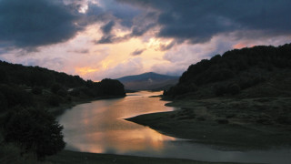 Λίμνη Πηγών Αώου: Η μεγαλύτερη ορεινή λίμνη της Ελλάδας
