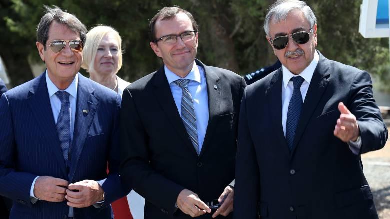 Σε πολύωρη συνεδρίαση ο Νίκος Αναστασιάδης ενημέρωσε την πολιτική ηγεσία για το Κυπριακό