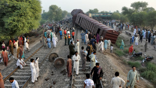 Σύγκρουση τρένων με πολλούς νεκρούς και τραυματίες στο Πακιστάν