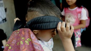 Ο κόσμος αποκλείει τα προσφυγόπουλα από τα σχολεία