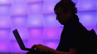 Ομάδα χάκερς προσπαθεί με κάθε τρόπο να «ρίξει» το Διαδίκτυο