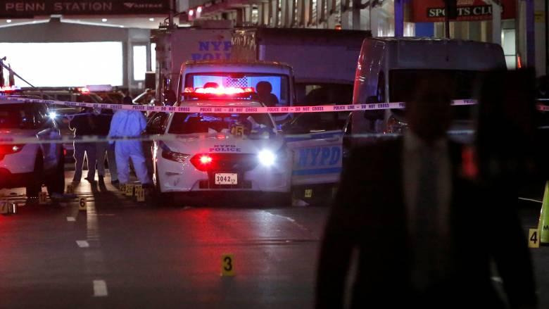 Κινηματογραφική καταδίωξη με πυροβολισμούς στο Μανχάταν (pics)