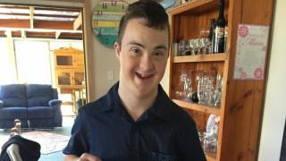 Ένα μήνυμα στο Facebook εξασφάλισε δουλειά σ' έναν 16χρονο με σύνδρομο Down