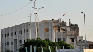 Οι Κούρδοι της Συρίας ύψωσαν αμερικανικές σημαίες στο Τελ Αμπιάντ ορατές από την Τουρκία