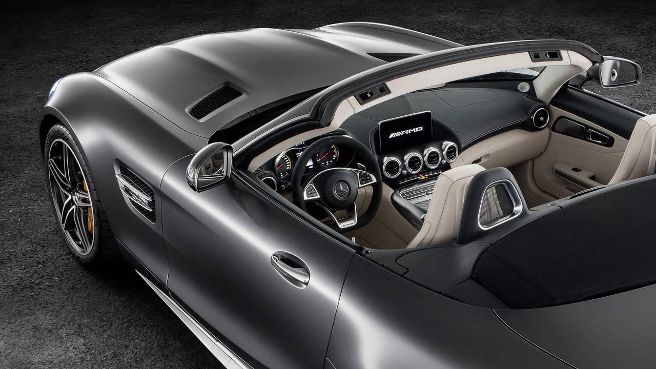 https://cdn.cnngreece.gr/media/news/2016/09/17/46729/photos/snapshot/Mercedes-AMG-GT-Roadster-14.jpg