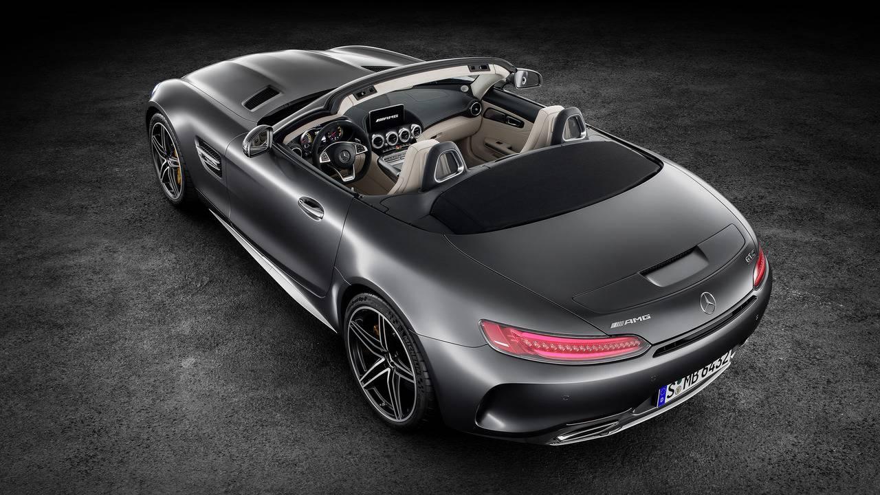 https://cdn.cnngreece.gr/media/news/2016/09/17/46729/photos/snapshot/Mercedes-AMG-GT-Roadster-15.jpg