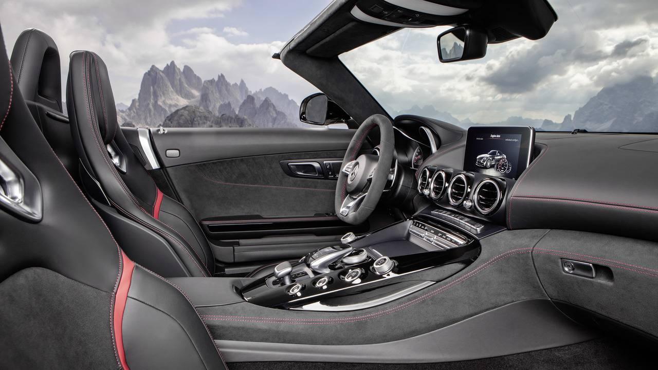 https://cdn.cnngreece.gr/media/news/2016/09/17/46729/photos/snapshot/Mercedes-AMG-GT-Roadster-2.jpg