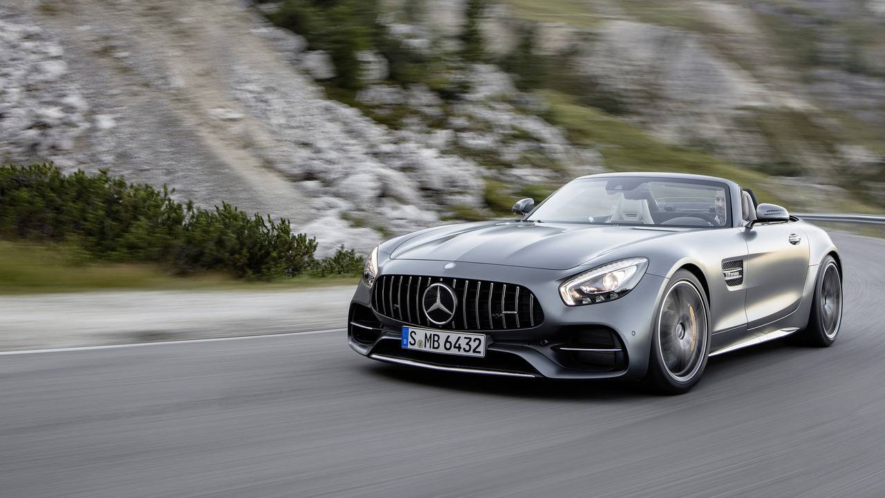 https://cdn.cnngreece.gr/media/news/2016/09/17/46729/photos/snapshot/Mercedes-AMG-GT-Roadster-21.jpg