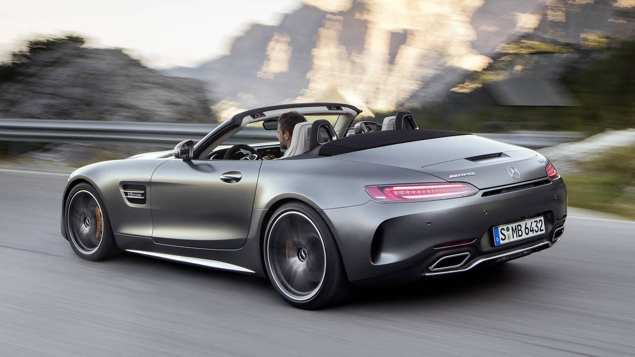 https://cdn.cnngreece.gr/media/news/2016/09/17/46729/photos/snapshot/Mercedes-AMG-GT-Roadster-22.jpg