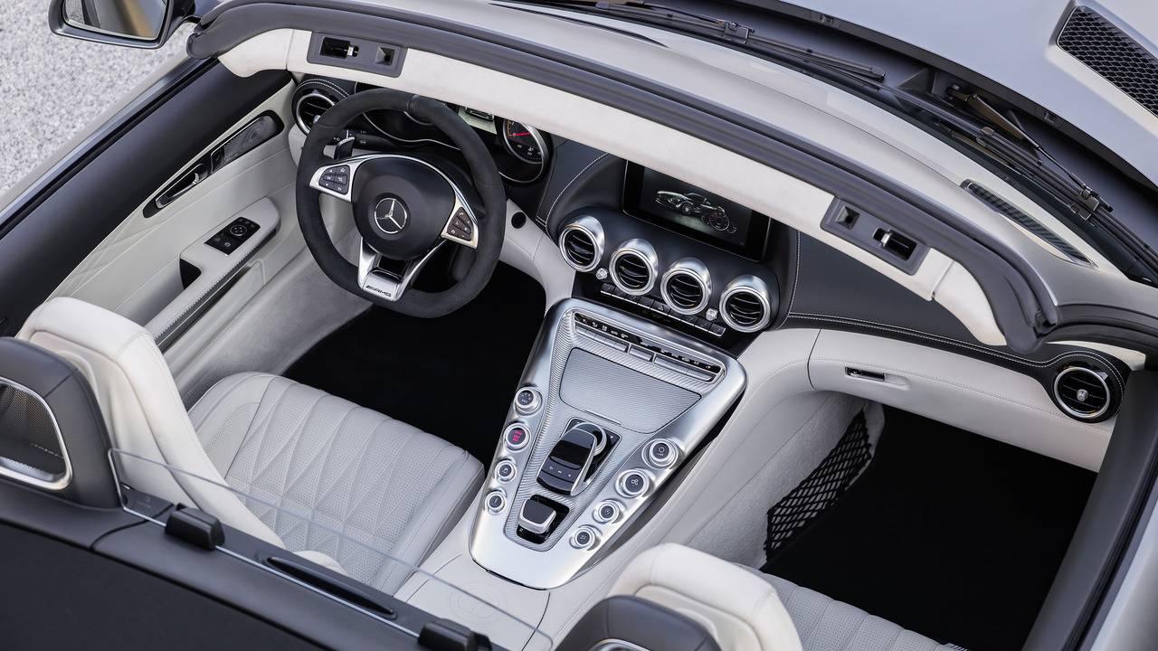 https://cdn.cnngreece.gr/media/news/2016/09/17/46729/photos/snapshot/Mercedes-AMG-GT-Roadster-3.jpg