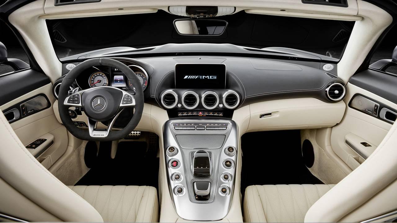 https://cdn.cnngreece.gr/media/news/2016/09/17/46729/photos/snapshot/Mercedes-AMG-GT-Roadster-4.jpg