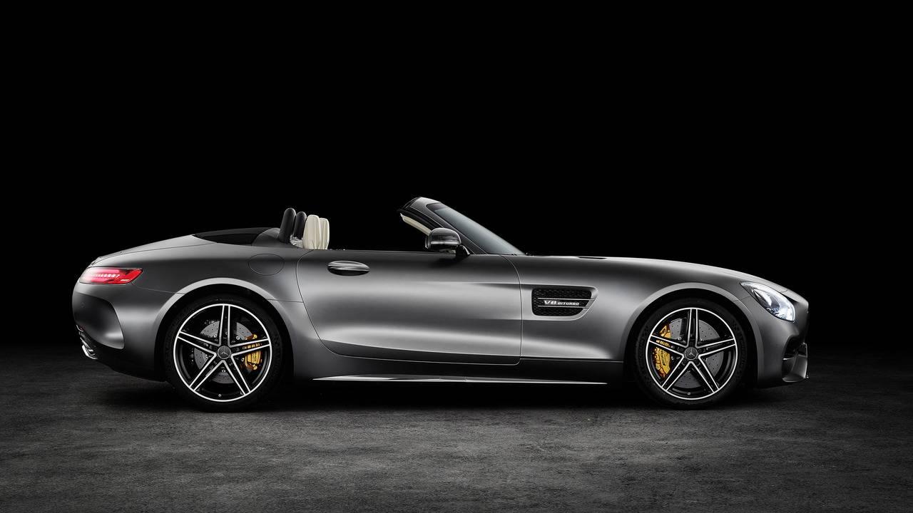 https://cdn.cnngreece.gr/media/news/2016/09/17/46729/photos/snapshot/Mercedes-AMG-GT-Roadster-6.jpg